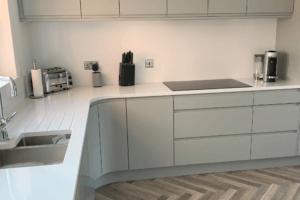 Silestone Classic White Worktop, Quartz Worktop, Modern Kitchen Design.